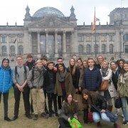 Gruppenbild vor dem Reichstagsgebäude